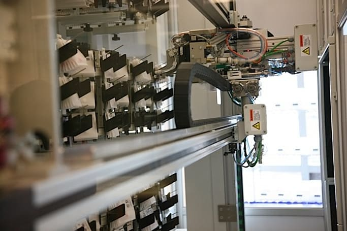 UCSF's robotic pharmacy automatically distributes medication, scrutinizes human error (video)