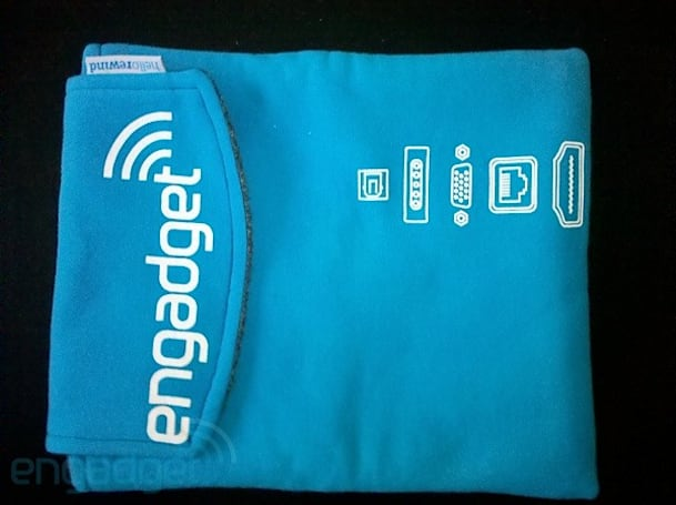 Engadget T-shirt iPad sleeve completes a nerdy + heartwarming loop
