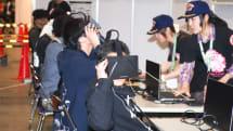 自衛隊がAH-64Dを展示、Oculus Riftを使った「しまかぜ」の演習体験が盛況