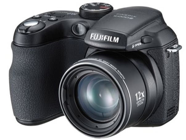 Fujifilm's FinePix S1000fd: world's smallest 12x zoomer
