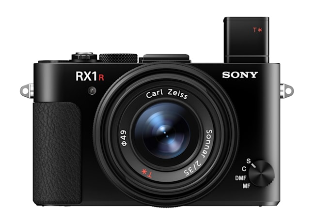 Sony's RX1R II full-frame camera stuffs 42MP into a small body