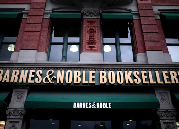 Barnes & Noble makes unusual move to lure customers