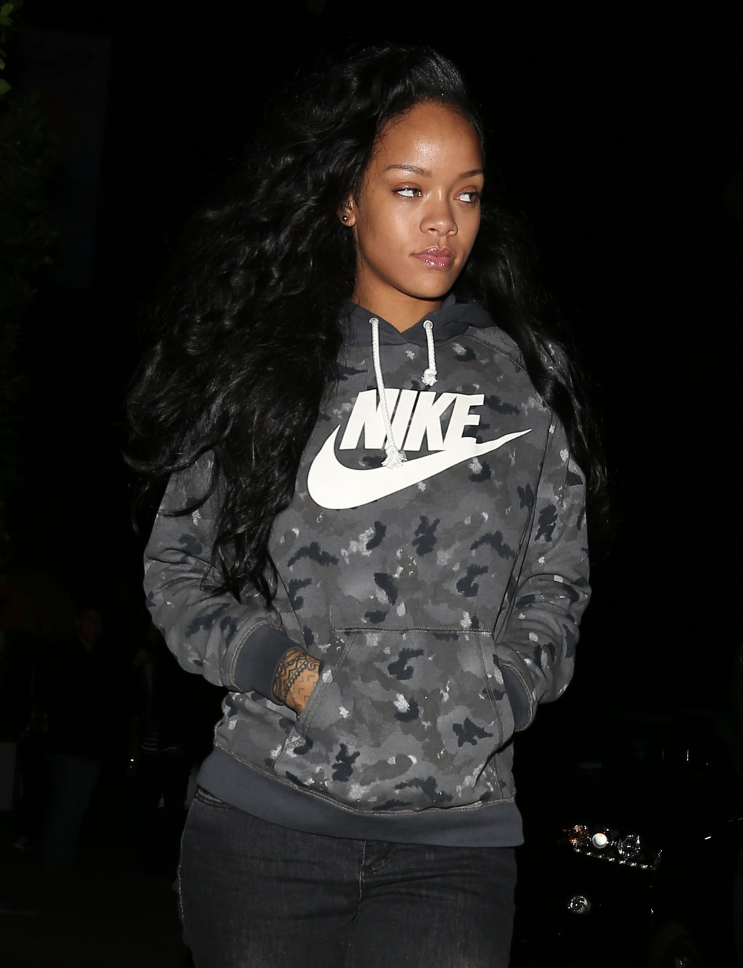 110011, LOS ANGELES, CALIFORNIA - Saturday December 07, 2013. Rihanna seen leaving the Giorgio Baldi restaurant in Los Angeles. Photograph: ? Devone Byrd, PacificCoastNews**FEST BE AGE AGREED PRIOR TO USAGE** **E-TABLET/IPAD & MOBILE PHONE APP PUBLISHING REQUIRES ADDITIONAL FEES** LOS ANGELES OFFICE: +1 310 822 0419 LONDON OFFICE: +44 20 8090 4079