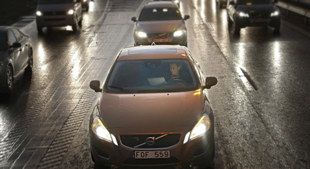 Volvo to conduct large-scale autonomous car tests by 2017