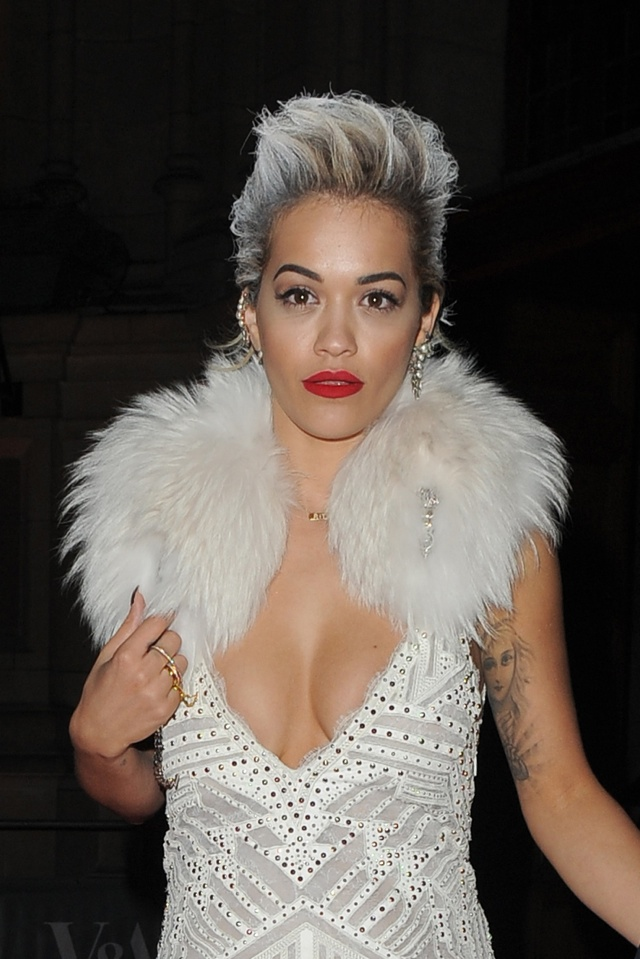 rita-ora-white-hair-glamour-of-italian-fashion-dinner
