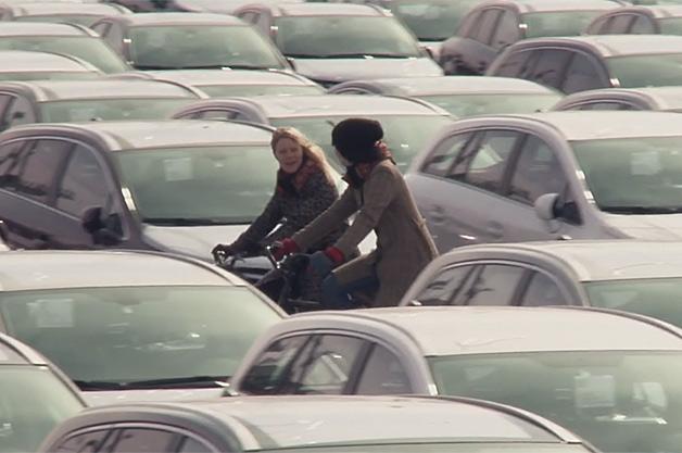 【ビデオ】もしもの時に頭部を守る! 画期的な自転車用エアヘルメット