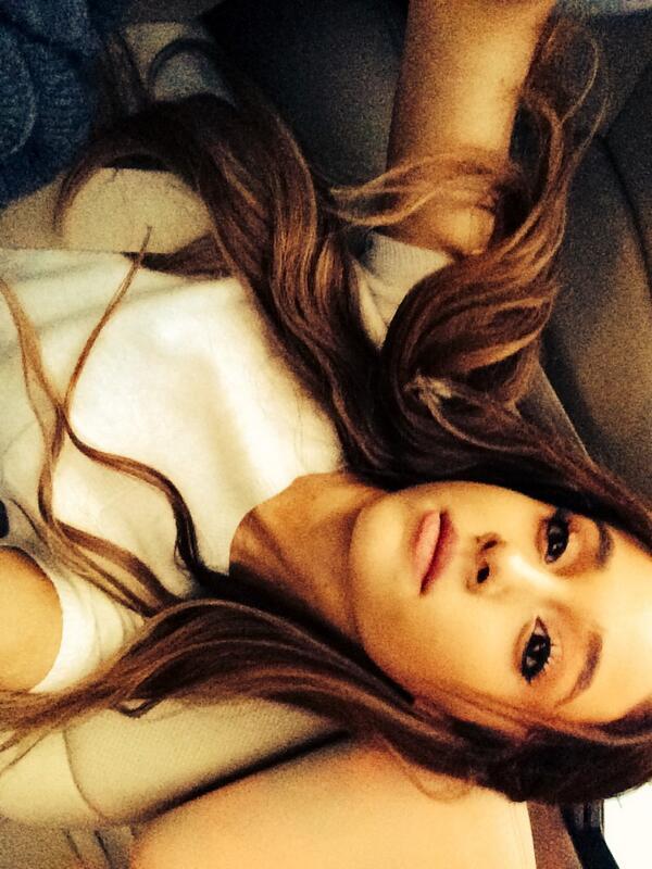 Ariana Grande hates new weave