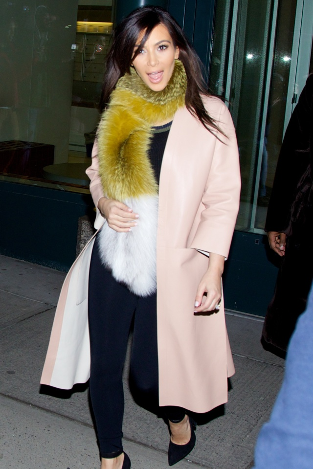 kim-kardshian-fox-fur-scarf-new-york