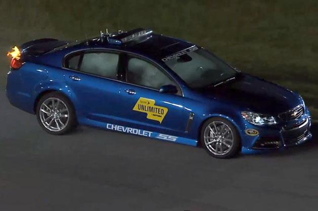 【ビデオ】NASCARのペースカーが走行中に突然、燃え出す!