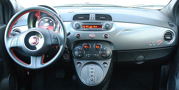 2013 Fiat 500E dashboard