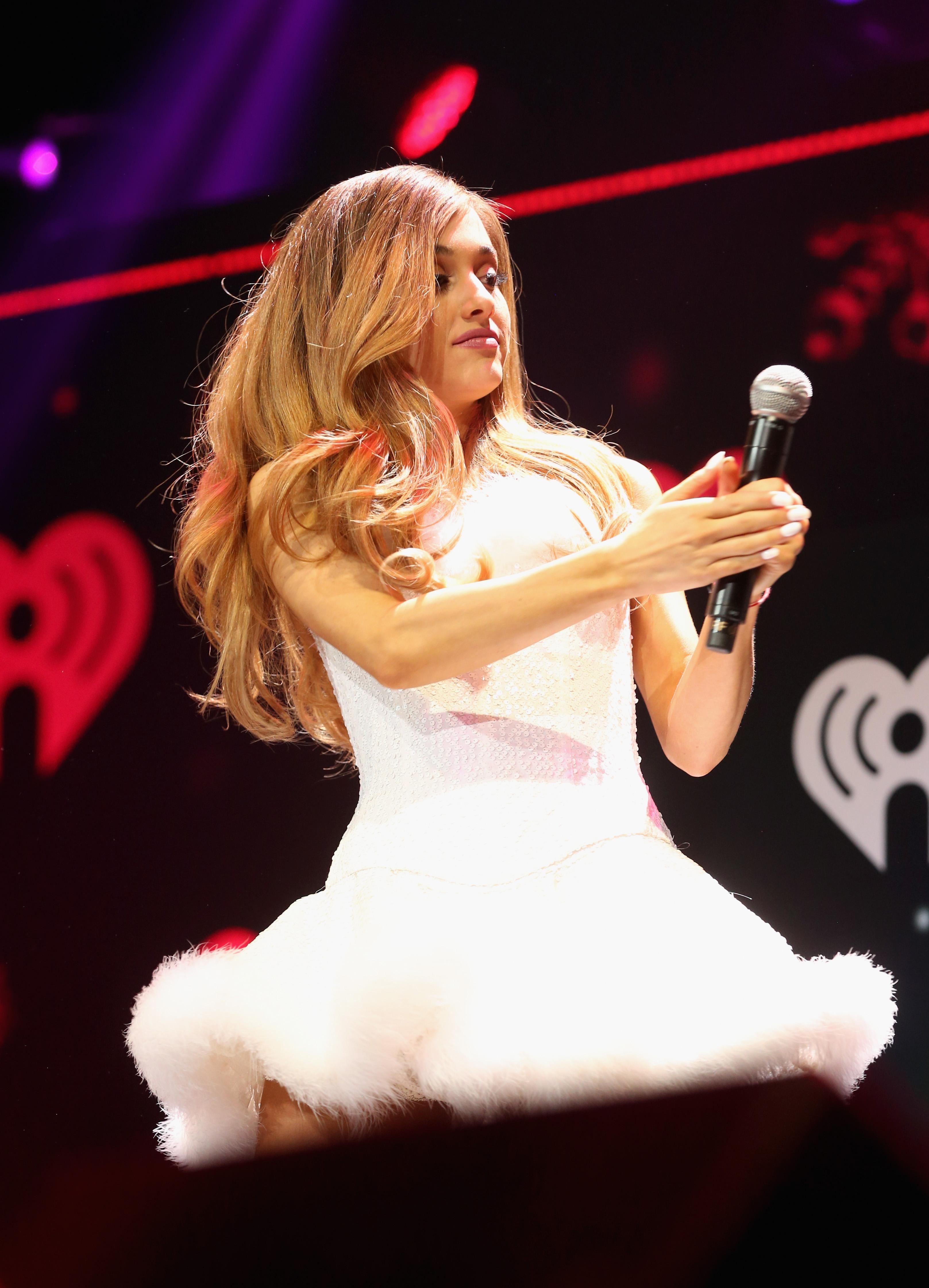 Ariane Grande changes Ariana Grande Jingle Ball 2013 Hair