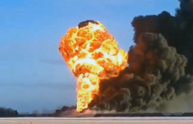 【ビデオ】原油を載せた列車が脱線! 大爆発の瞬間を捉えた衝撃映像!!