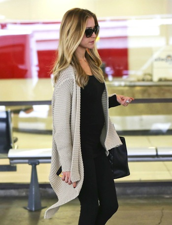 51266930 Pregnant reality star Kristin Cavallari arriving on a flight at LAX airport in Los Angeles, California on November 19, 2013. Kristin recently revealed she and her husband, Chicago Bears quarterback Jay Cutler are expecting their second child together! FameFlynet, Inc - Beverly Hills, CA, USA - +1 (818) 307-4813