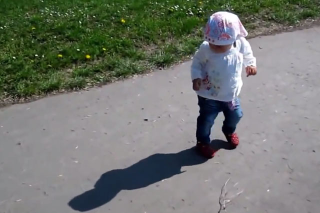 Funny video toddlers scared of shadows