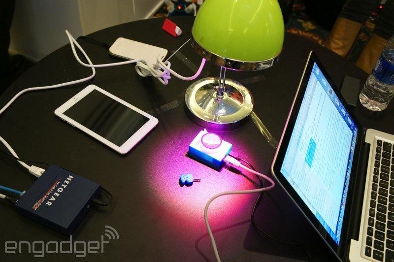 Oledcomm presenta un concepto de smartphone capaz de recibir datos mediante la luz gracias a la tecnología LiFi