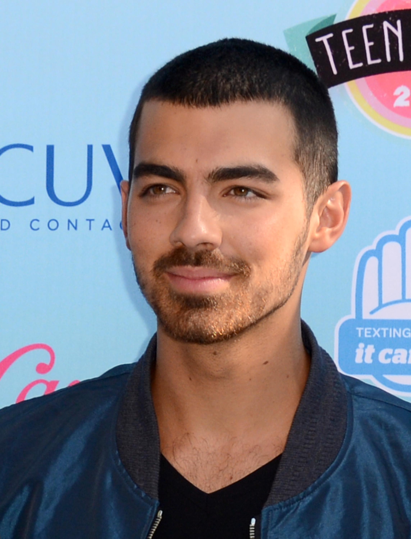Joe Jonas Demi Lovato high five Teen Choice Awards video