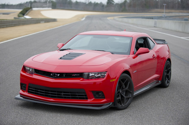 autoblog 2014 chevrolet camaro z 28 w video. Black Bedroom Furniture Sets. Home Design Ideas