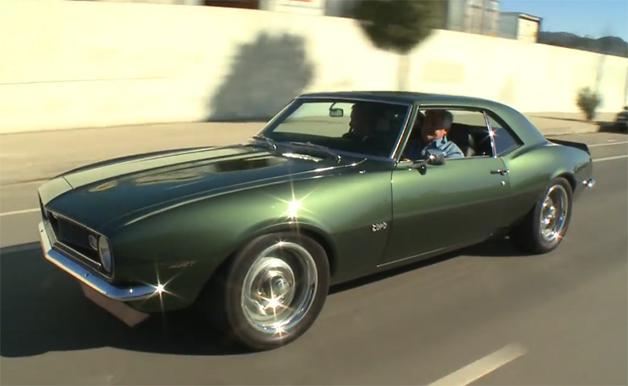 【ビデオ】ジェイ・レノが68年型シボレー「カマロ」でドライブを楽しむ