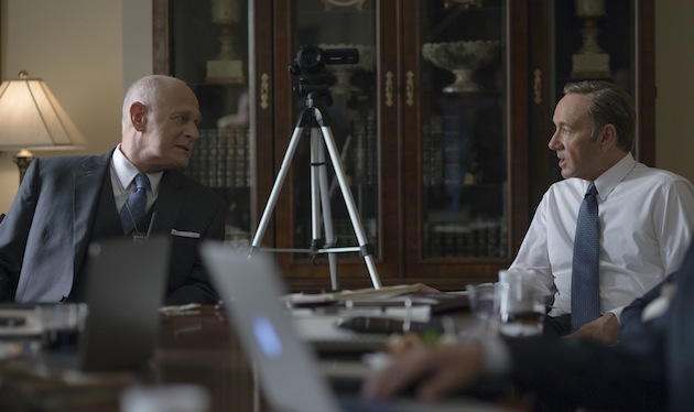 Gerald McRaney (L) and Kevin Spacey (R) in season 2 of Netflix's