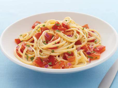 No-Cook Fresh Tomato Sauce with Pasta