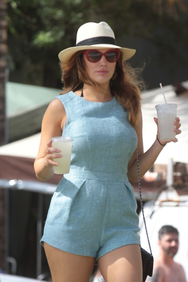 kelly-brook-miami-holiday-playsuit-pics