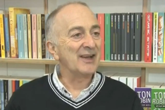 Tony Robinson criticises Michael Gove as he wins literature prize on World Book Day