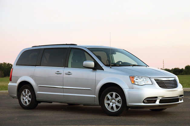 01 2011 Chrysler Town Country Review