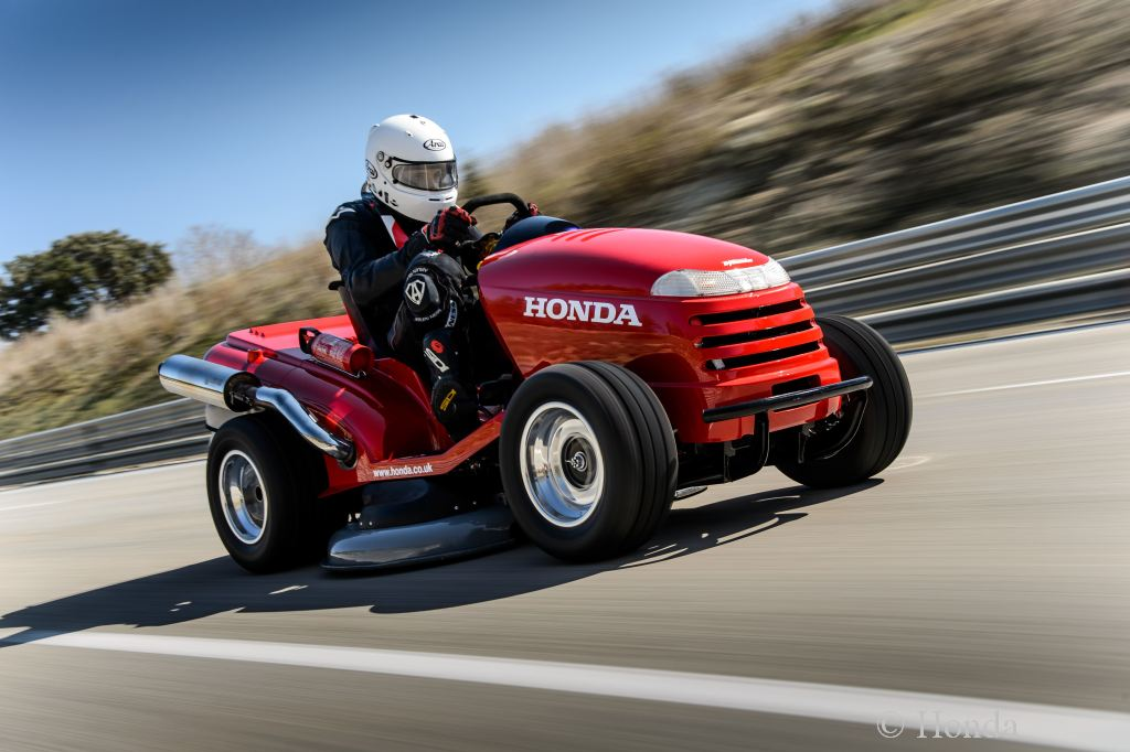 breaking, Der schnellste Rasenmäher der Welt,  Geschwindigkeitsrekord, Honda, komisch, lawn Mower, LawnMower, lustig, The stig, TheStig, Top Gear, TopGear, Video, weltrekord, witzig, mean mower, Guinness Weltrekord, Guinness World records