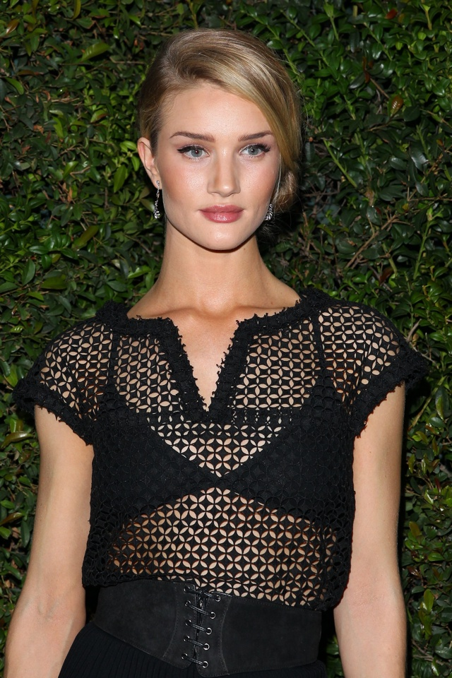 rosie-hungtington-whiteley-chanel-pre-oscar-party
