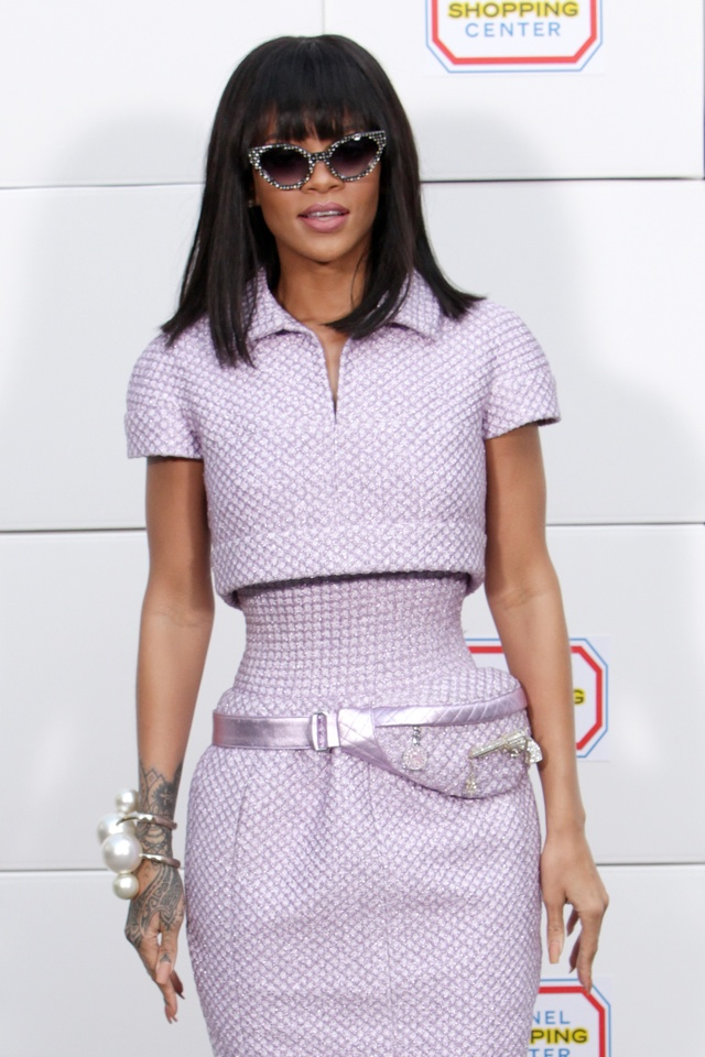 rihanna-chanel-show-paris-fashion-week-trainers-bumbag-gun