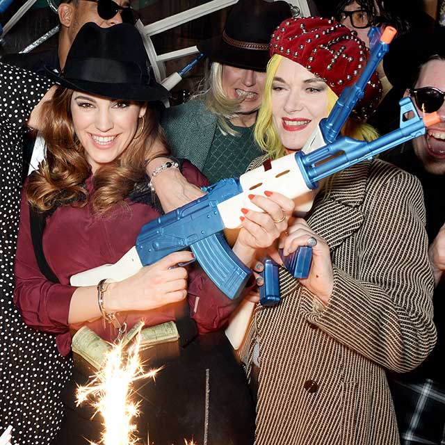 Kelly-Brook-gangster-party
