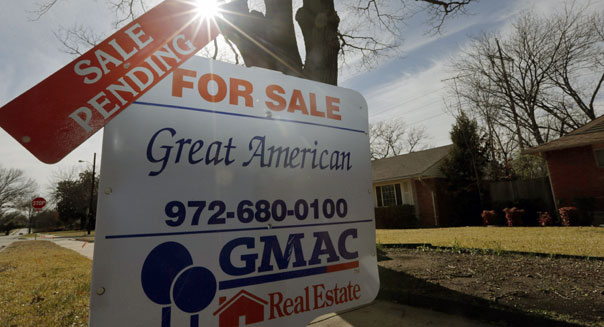 Pending Home Sales Slip as Weather, Higher Rates Stall Demand