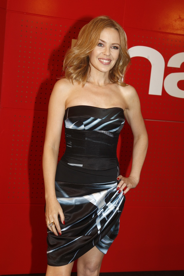 kylie-minogue-kiss-me-once-paris-signing
