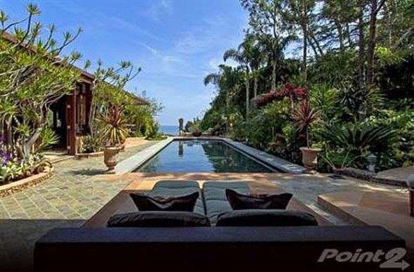Gwyneth Paltrow, Chris Martin beach getaway
