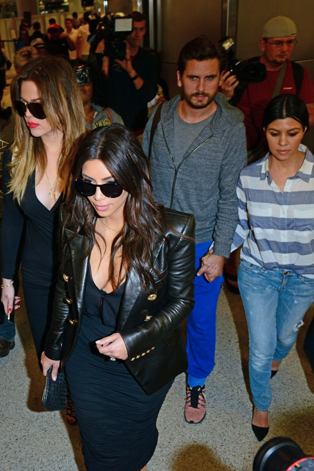 Kim-Kardashian-leather-jacket-lax-airport