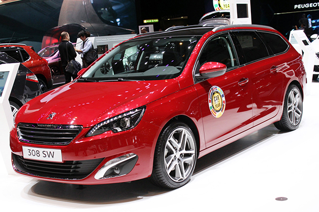 Peugeot 308 SW at the 2014 Geneva Motor Show, front three-quarter view