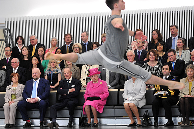 the queen watches modern dance performance