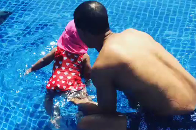 Marvin Humes teaches daughter to swim