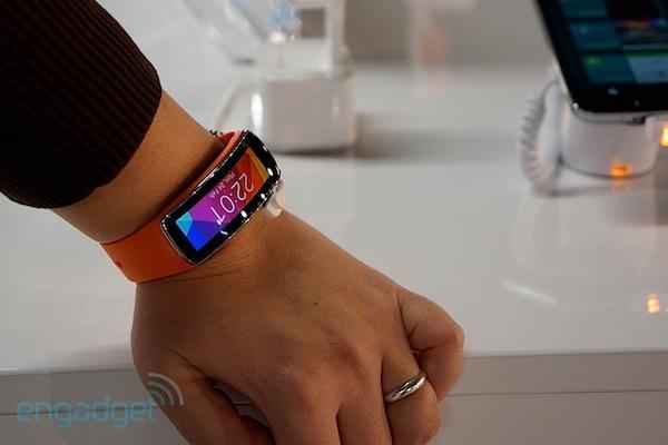 Samsung Gear Fit da el salto a nuestra muñeca [Actualizamos: ¡Te lo enseñamos en vídeo!]