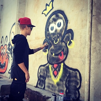 Justin Bieber spray painting