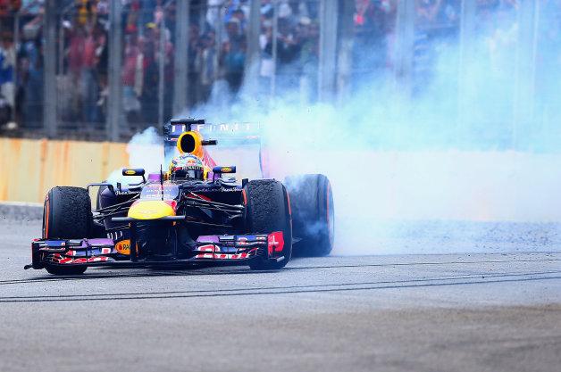 【ビデオ】ベッテルが言うことを聞かないから? F1勝者のドーナツターンが解禁!