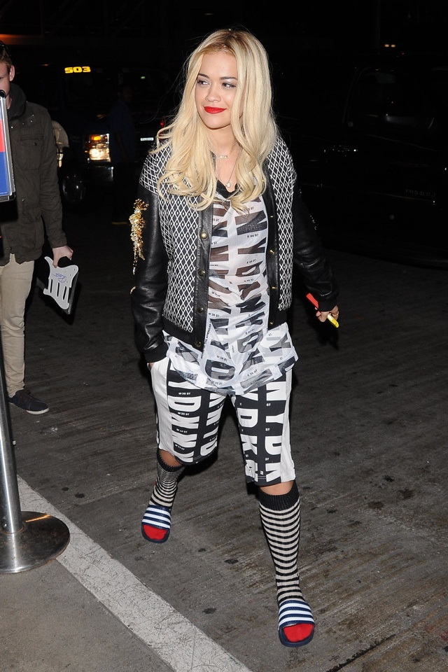 rita-ora-socks-sandals-trend-lax-airport