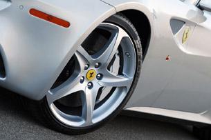 2013 Ferrari FF wheel