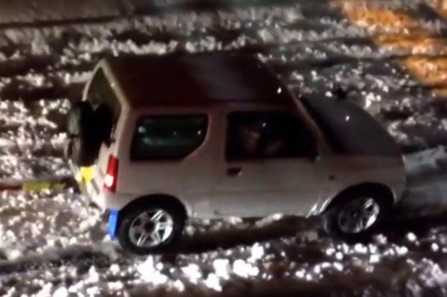 【ビデオ】大雪の中でスズキ「ジムニー」が見せたサムライ魂!