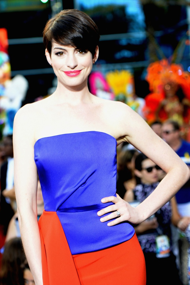 anne-hathaway-colour-block-dress-rio-2-premiere-miami