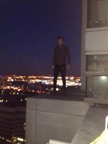 Liam Payne dangerous on balcony ledge drunk pic