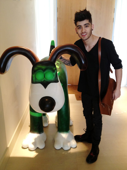 Zayn Malik opened Christmas presents