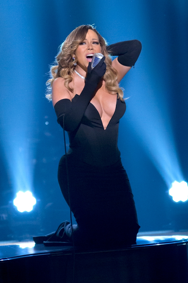 Mariah-Carey-cleavage-black-dress-BET-Honors