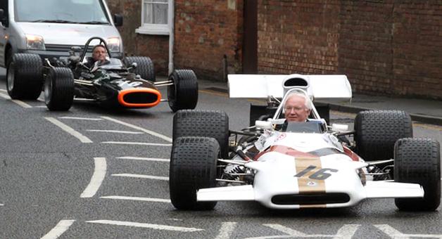【ビデオ】F1チームBRMが残した遺産を次世代へ守り継ぐ親子の物語