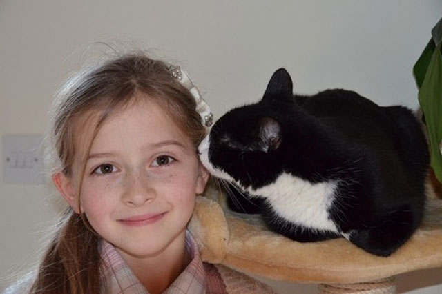 Rescue cat Pippa can sense when diabetic eight-year-old Mia Jansa's blood sugar levels drop dangerously low.